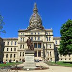 Picture perfect day at the state capitol in #LoveLansing http://t.co/LETZpFXpcH