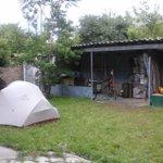 Arrives a Bishkek! On campe dans le jardin de 2 warmshowers. Paradis des cyclos, il y a un atelier pour les velos.