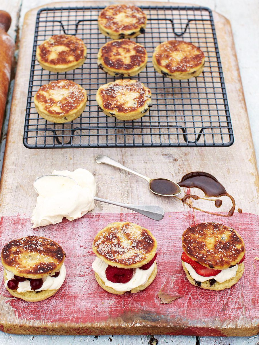 #Recipeoftheday sweet little Welsh cakes filled with seasonal berries and ice cream http://t.co/Kn9NSmUFyA http://t.co/BqQX6X5Swt