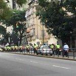 Necesitamos la presencial Policial arriba en el Cerro, en el Barrio, la urbanización, el hampa nos acorrala. http://t.co/d76ATiNctY