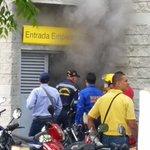 En el Éxito Las Flores se presenta un incendio, Los Bomberos de Valledupar controlan la emergencia. http://t.co/qJw9cxGz79
