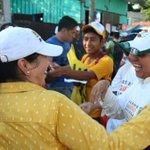 Caminando casa por casa, @Mtra_AnaBertha presentando sus propuestas legislativas #Dsitrito04 http://t.co/1hbKk0IvF3