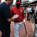 Rusney Castillo signs an MLB autograph before heading to BP, @RedSox fans have been waiting to see the goods. #Fox25 http://t.co/zafNMI98ZR