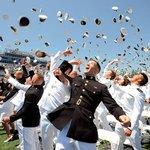 海軍兵学校の卒業式のフィナーレは、帽投げ!卒業おめでとう!RT @NavalAcademy: Congrats to the Class of 2015 and best of luck for your futures! http://t.co/84ZbXWAfKP