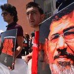#Mısırın eski cumhurbaşkanı Mursiye idam kararı, Türkiyedeki birçok ilde protesto edildi. http://t.co/MPlAJWNrF9 http://t.co/BVM23UrsET