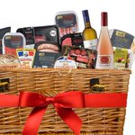 RT @AldiUK: Here?s our Bank Holiday in a Box full of your #AldiFavouriteThings? RT for a chance to #win it http://t.co/P66QjhAenj