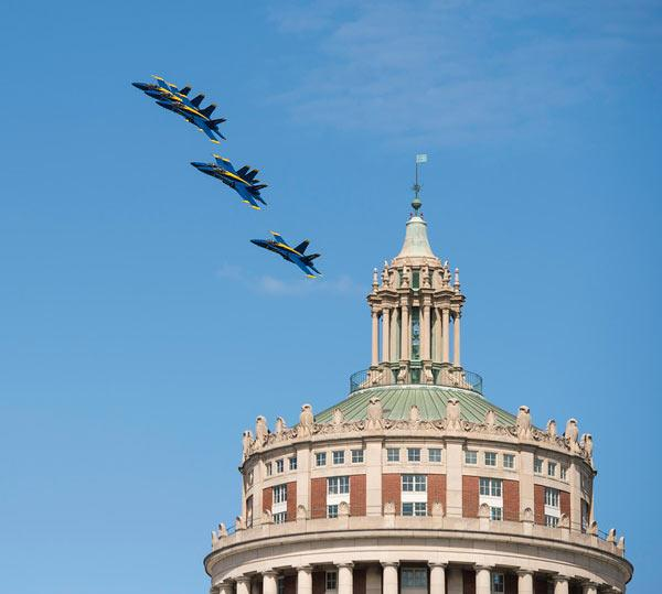 It's always heart-pounding excitement when the @BlueAngels fly over @UofR. (do it again!) #ROC http://t.co/bsZaTI2nqR