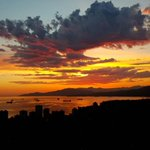 20 stunning photos of Thursdays sunset in #Vancouver http://t.co/FFZJWBF424 http://t.co/30ZpLQQjcz