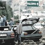 #23maggio 1992, strage di Capaci: muoiono Giovanni Falcone, sua moglie e tre uomini della scorta #pernondimenticare http://t.co/lHgZbJs272