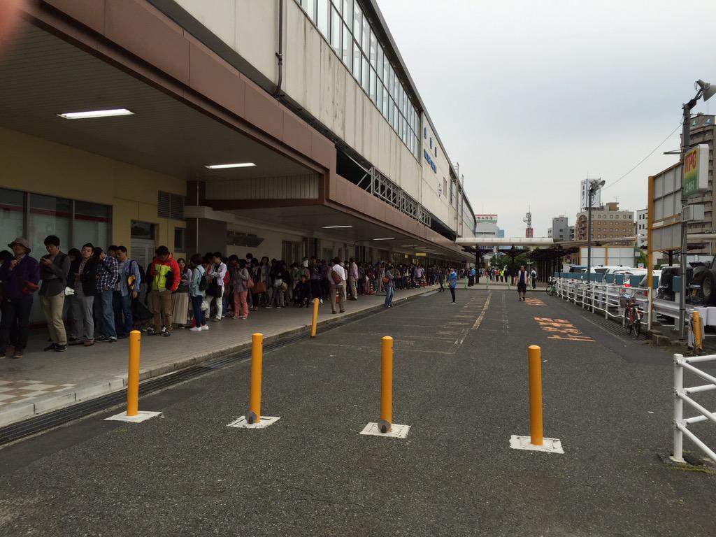 【画像】鳥取のスタバにむちゃくちゃ並んでてワロタ