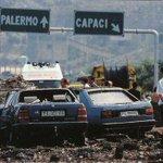 #AccaddeOggi 1992 A Capaci viene ucciso Giovanni Falcone, sua moglie e 3 agenti della scorta. #PerNonDimenticare http://t.co/zzdWiTRf9j