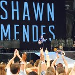 """Así queeee @ShawnMendes ¡tan envuelto! ¡WOW! 💘 http://t.co/FscfKNmRsU"" #FOMA https://t.co/Va4j2YtSBi"