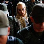 Habrían desnudado a @liliantintori durante requisa en Ramo Verde este #22M http://t.co/jBTwAHAC7H http://t.co/HnvEd7AnAZ