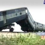 Engine driver and some passengers injured as train derails in Assam http://t.co/b4P82UOI5M http://t.co/sX9BezMscA