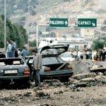 23 anni fa. Raccontate a chi non cera la storia dei vili e degli Eroi. #PalermoChiamaItalia http://t.co/gZpgpEPvT7