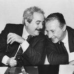 23 anni fa la strage di Capaci. Il ricordo di chi ha scattato la più bella foto di Falcone http://t.co/uZxjU2H64d http://t.co/RNLOVbIWvE