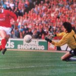 Neil Webb beats Les Sealey of Luton Town to put Nottingham Forest 2-1 up in the 1989 Littlewoods Cup Final http://t.co/gNEjWgKodb