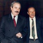 #Capaci 23 maggio 1992: 17.58 l'attentato in cui persero la vita Falcone, la moglie, la scorta http://t.co/RfItxrZcYU http://t.co/dHU8Pld0HZ