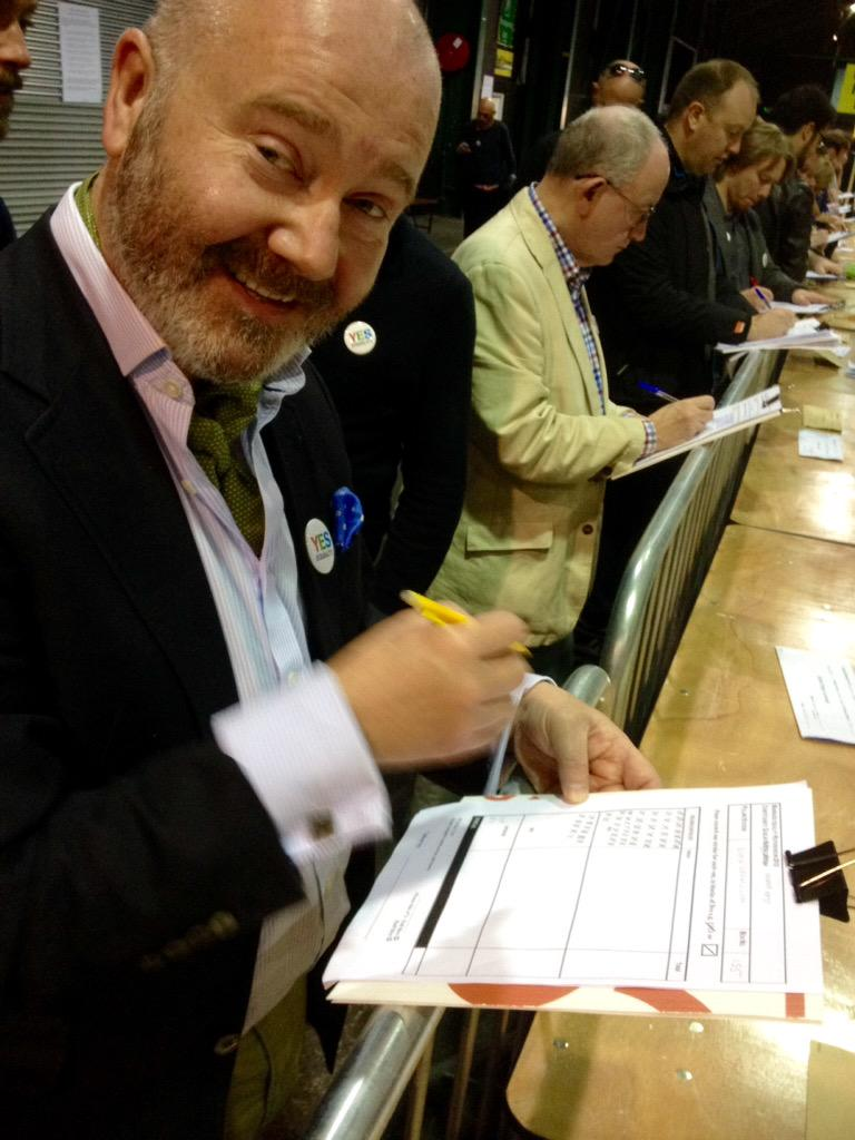First box from Dublin North East (Donaghmede) tallied: yes 220, no 54, spoilt 3. #MarRef looking good! http://t.co/St2IhNYr0O