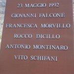 Non dimenticare mai il sacrificio di #Falcone e della sua scorta. #Capaci http://t.co/qcpxQBItGB