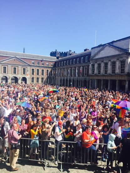 As we return to broadcast our @rte TV Referendum Results Prog live from Dublin Castle,the crowds are truly gathering http://t.co/f4grLDTr5E