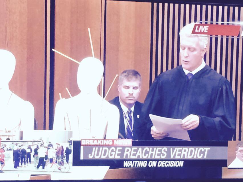 Judge using a mannequin to show bullet entry points on victims. Hard to watch. #BreloVerdict #Cleveland http://t.co/TwtIEPTiyV