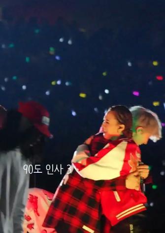 [FANCAM] #ChanYeol e #Wendy com #MFBTY @Yoonmirae
