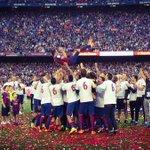 [FOTO] El manteo a Xavi en el Camp Nou #fcblive #6raciesXavi #campionsfcb http://t.co/3lpx6xVHGH