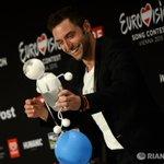 Победитель «Евровидения» хочет поддержать своей песней детей, преследуемых хулиганами в школе http://t.co/GQWgmhgm8U http://t.co/cQDkZQs3fe