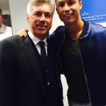 """""""@Cristiano: Great coach and amazing person. Hope we work together next season. http://t.co/MVYKczlq7D""""claro que si #AncelottiQuedate"""