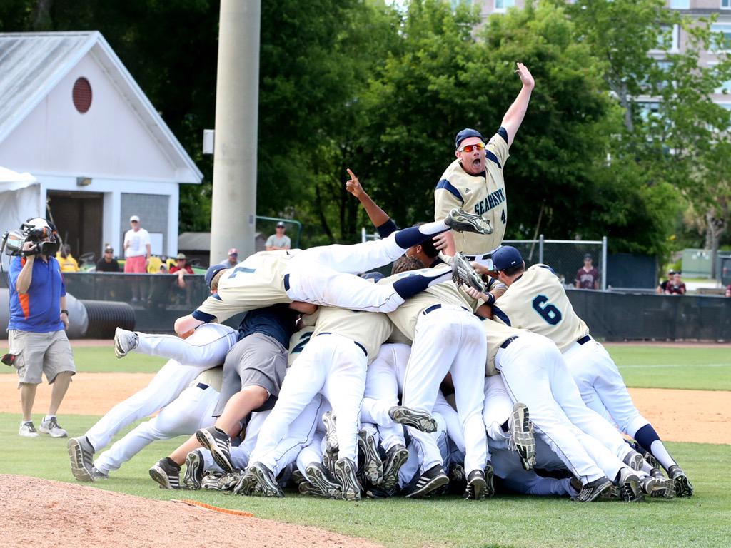 .@UNCWBaseball for the win, ladies & gentlemen. #CAAChamps http://t.co/GQFWN8x69W