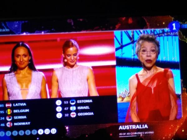 Es la primera que ha pasado por la calle despierta a estas horas. Australia es así. Tan zombie. #trospidivision http://t.co/IJmbP5LRlV