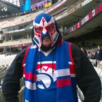 #bemorebulldog #ElScraggo is here to support @westernbulldogs womens side. Proud of my club. http://t.co/dCKzl5ukW3
