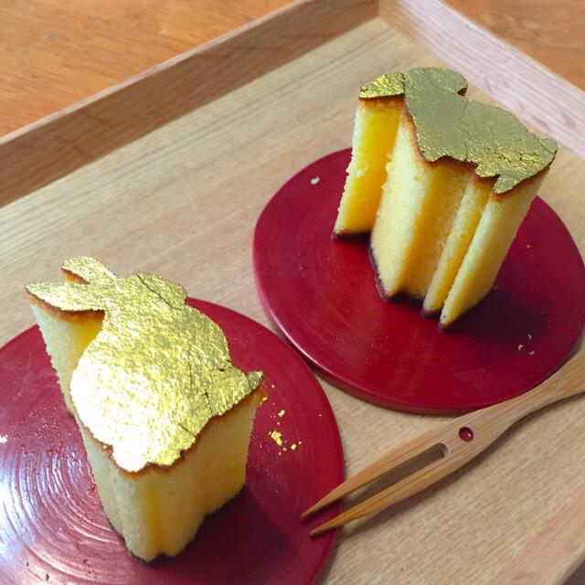 しらとあきこ (@akipcs): 食べましたーーふわふわおいしい! まめや 金澤萬久 金のかすてら「野遊びうさぎ」 http://t.co/07eQTc7KzI