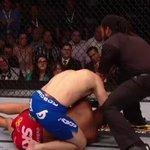 O momento em que Herb Dean encerra o duelo. Weidman mantém o cinturão #UFC187 #BelfortnoCombate http://t.co/ORWft9iuvs