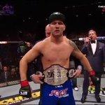 O cinturão dos médios continua com Chris Weidman #UFC187 http://t.co/3a9tRt1ExK