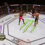 Vale o cinturão dos meio-pesados! Johnson x Cormier ao vivo, só no Combate #UFC187 http://t.co/bn4Dbuvhed