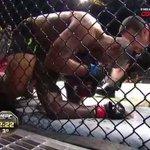 O momento em que Cormier finaliza Johnson no 3º round #UFC187 http://t.co/RDVYDwP4hP