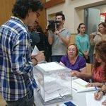 .@FELIPECADI ejerce su derecho al voto en un colegio del Río San Pedro. #ApoderadosUPyD #Eleccion2015 #24M http://t.co/2BDBg81ppL