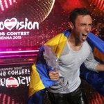 Победитель «Евровидения» посвятил песню жертвам школьных... http://t.co/1aeYDQQ4LO http://t.co/kzBnbRHSpQ
