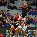 3QT: @melbournefc 10.10 (70) leads @westernbulldogs 8.9 (57) Howe about this grab! Super shots by @MichaelCWillson http://t.co/9A4pgI0uNf