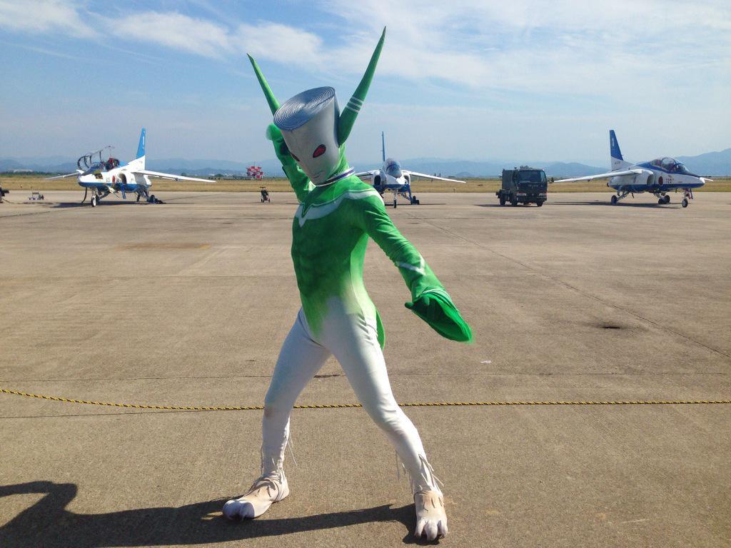美保基地航空祭、無事終了しました。今年は晴天だったのでブルーインパルスもびゅんびゅん飛んでいましたよ。 たくさんのお客さんとネギマンが触れ合えてとっても楽しい一日でした。また来年! http://t.co/SdEolINXTe