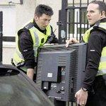 """""""@SenoritaPuri: La policía acompaña a Rajoy al colegio electoral http://t.co/eETDK7hX9t"""""""