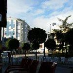 Buenos días, cadistas. En Oviedo amaneció nublado pero ya comienza a salir el sol... AMARILLO. #OviedoAmarillo http://t.co/MpzLD5mkrd