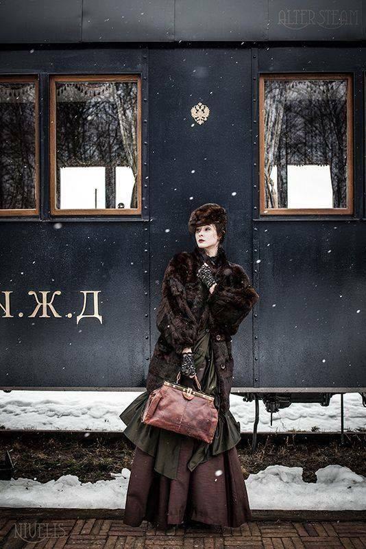 24 de mayo de 1876. Una tarde de domingo Anna Karénina se arroja bajo un vagón de tren. http://t.co/1CzfNQgVpw