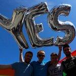 Irlanda se convierte en primer país en votar a favor del matrimonio homosexual → http://t.co/w0bCBAhzoi http://t.co/nEo54D3UYf