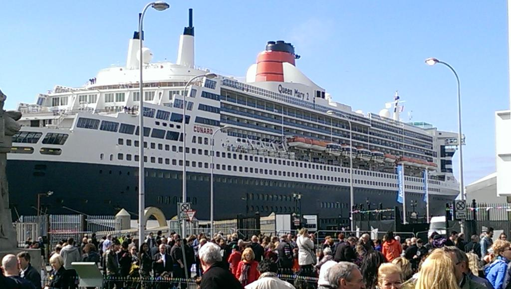 Imagine all the people! Liverpool out in force for @cunardline  #QM2 #cunard175 http://t.co/CC5DQlIcRg