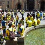 Más fotos e imágenes del gran ambiente en Oviedo, más amarilla que nunca #OviedoAmarillo http://t.co/nz09tp6Ng0