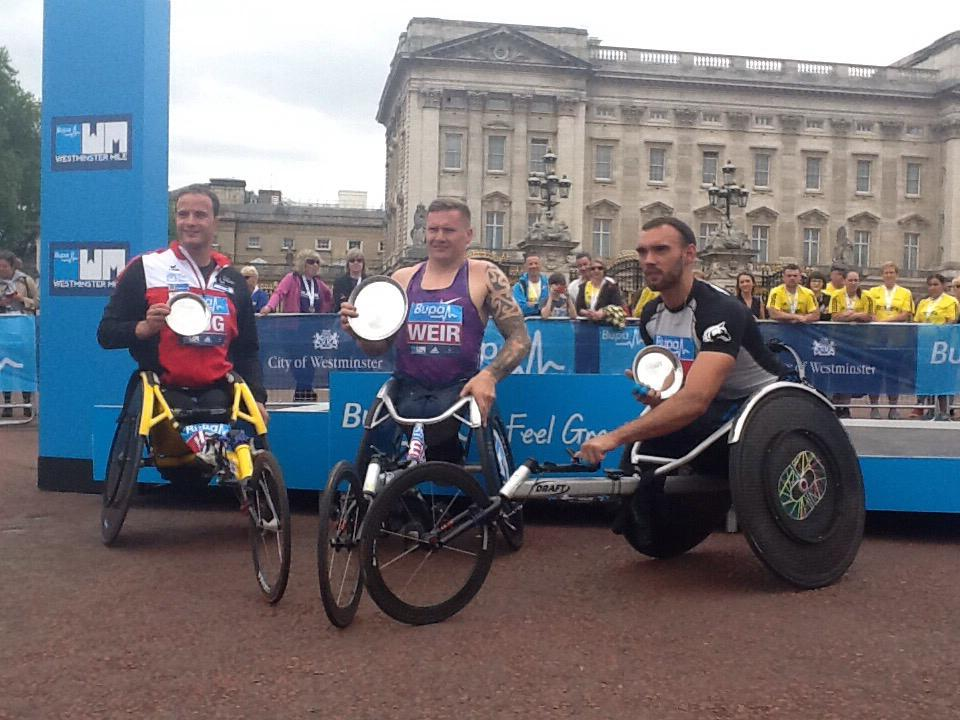 A new world record with 3:02:21 and a shiny new prize for @davidweir2012 from @westminstermile #FeelGreatBritain http://t.co/t1i6ih9Qss