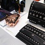 """虎ロゴでお馴染み「ケンゾー」から""""虎の手""""バッグ登場 http://t.co/rbj5KBf0v7 http://t.co/sGte9Au12m"""